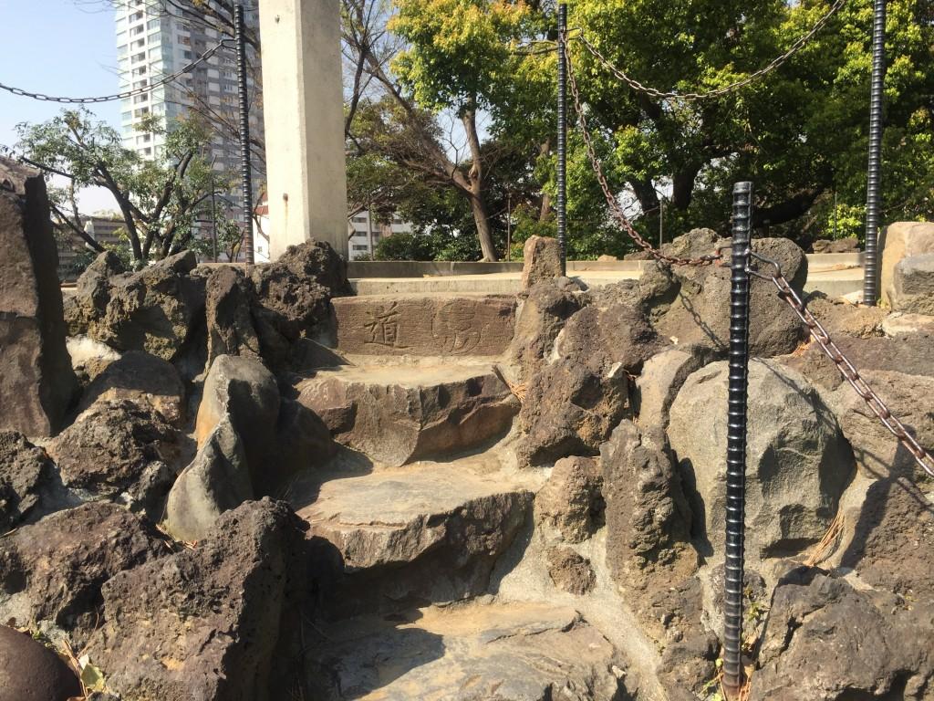 品川神社・富士塚 山頂手前