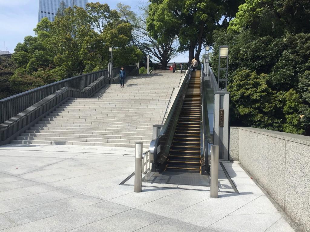 日枝神社 エスカレータ
