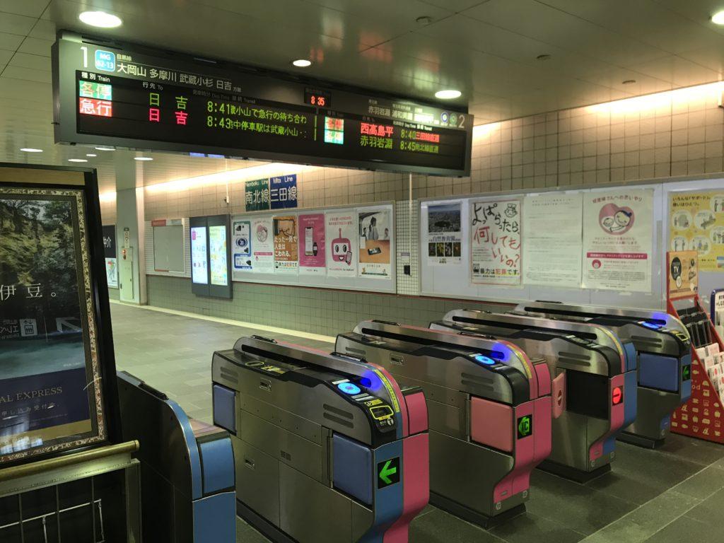 MG01_目黒駅改札口