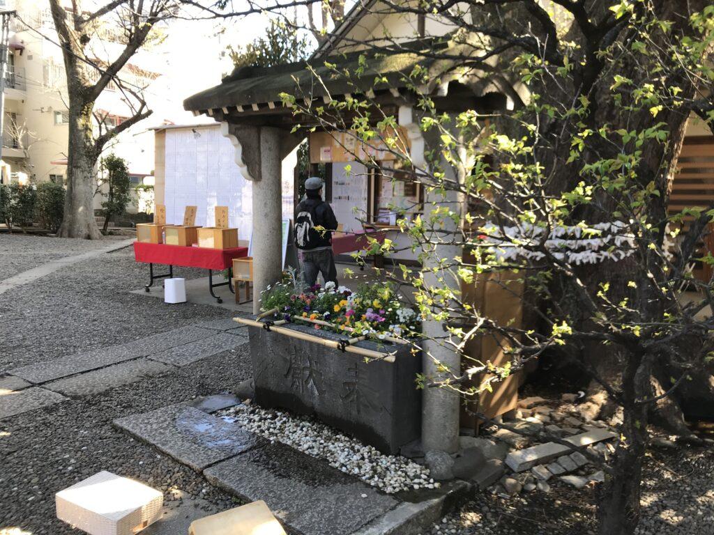 DT02_上目黒氷川神社手水舎