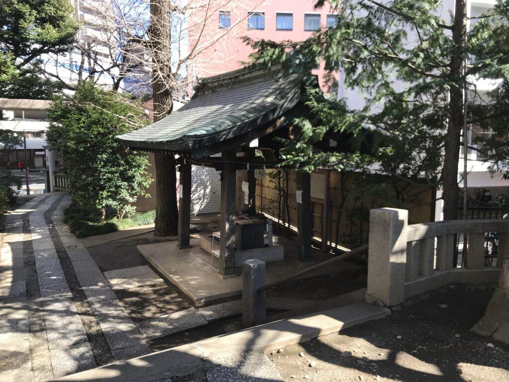 DT03_池尻稲荷神社手水舎