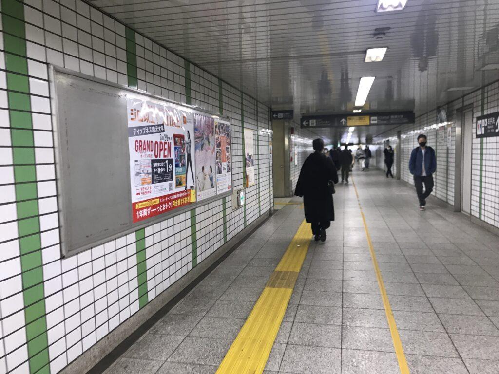 DT04_駒沢大学駅駒沢公園口通路