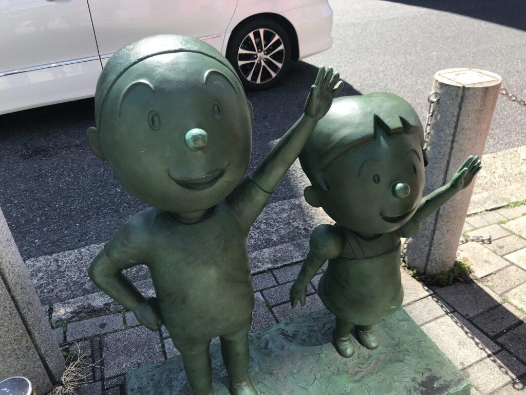 DT05_桜新町駅カツオとワカメ像