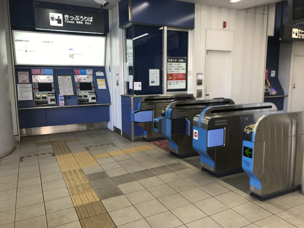 DT09_高津駅東口改札