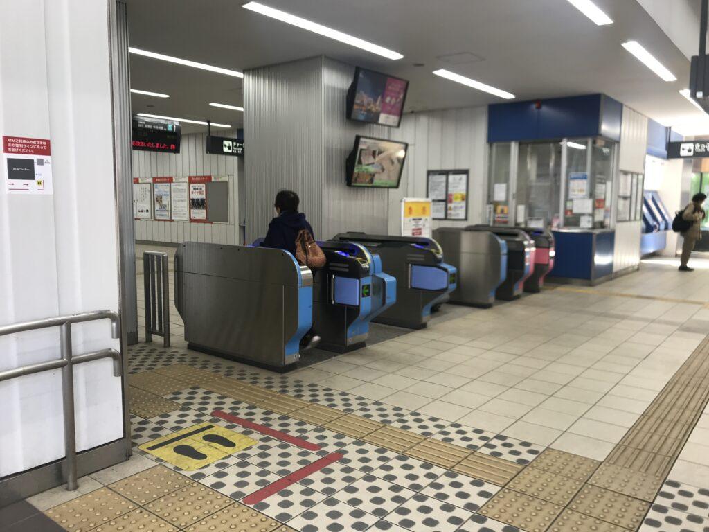 DT09_高津駅西口改札