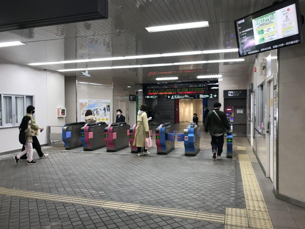 DT17_江田駅改札口